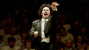 La Sinfónica Juvenil, Dudamel y Tiempo: constructores de amaneceres / Mery Sananes